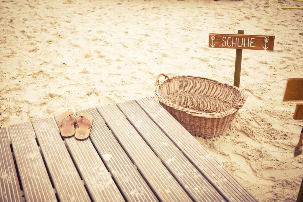 Beach Club Krefeld -Eine Traumhochzeit am Strand ,Schuhkorb