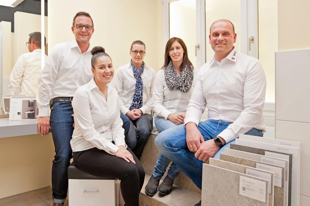 Patrick Krauleidies (BHG), Anissa Bonouh, Jennifer Böske und Janine Cleven (Kundenberaterinnen Richter + Frenzel), Michael Heidenthal (BHG)