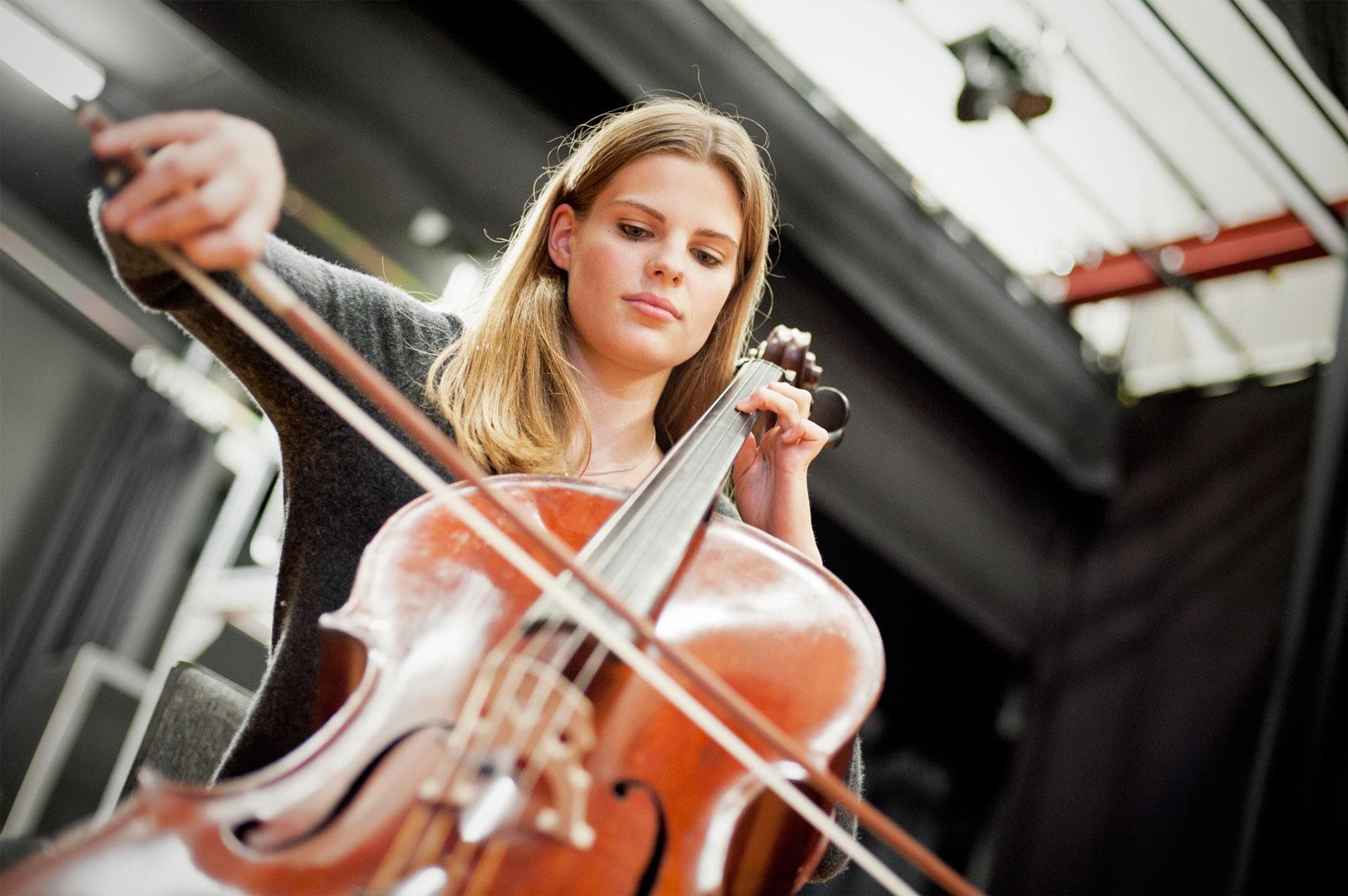 """""""Ich möchte Schello lernen"""" - Maren Jarzabek vom Cello-Orchester """"Cellissimo"""" der Musikschule Krefeld"""