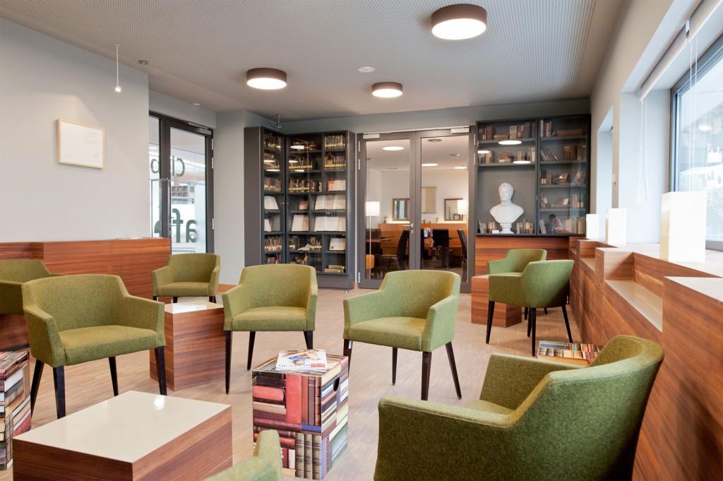 Sessel, Bücher, Clubleseraum