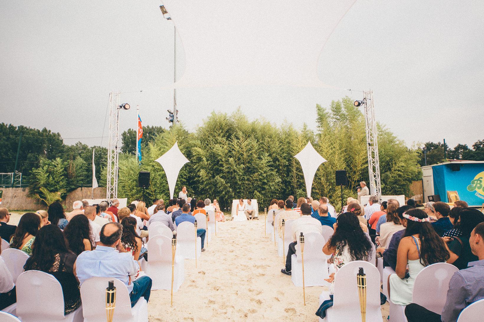Lost and Found mit happy Sand - Beach-Club Hochzeit