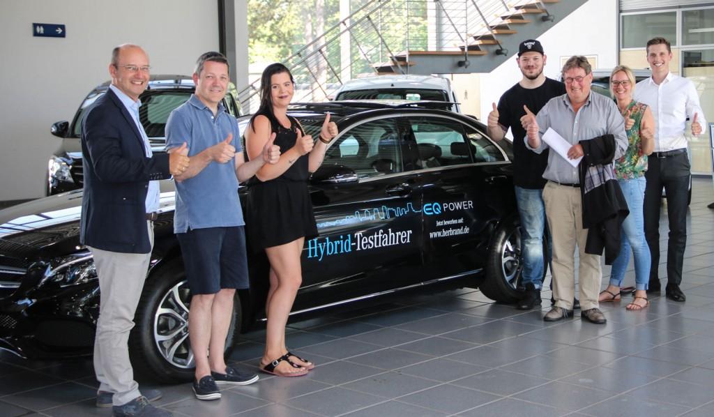Die Übergabe an die ersten fünf Testfahrer fand am 21. Juni im Herbrand Center in Krefeld statt