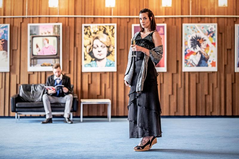 Mode made in Krefeld, Kleid – Andrea Hitschler, Stola – Haus der Seidenkultur, Schuhe – privat