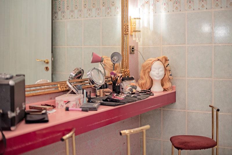 "Mit Humor und ""BERLINER SCHNAUZE"": Krefelds Dragqueen SUSAN BRADSHAW"